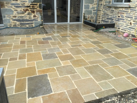 Terrasse en dalle calcaire Yellow Mix Opus 4 formats
